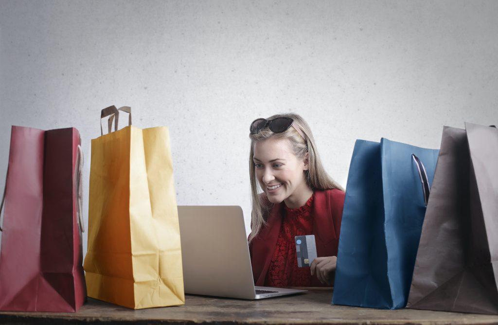 E-commerce happy customer